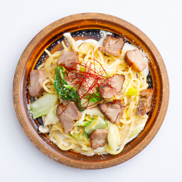 上州麦豚と国府白菜、下仁田ネギの西京みそクリームパスタ