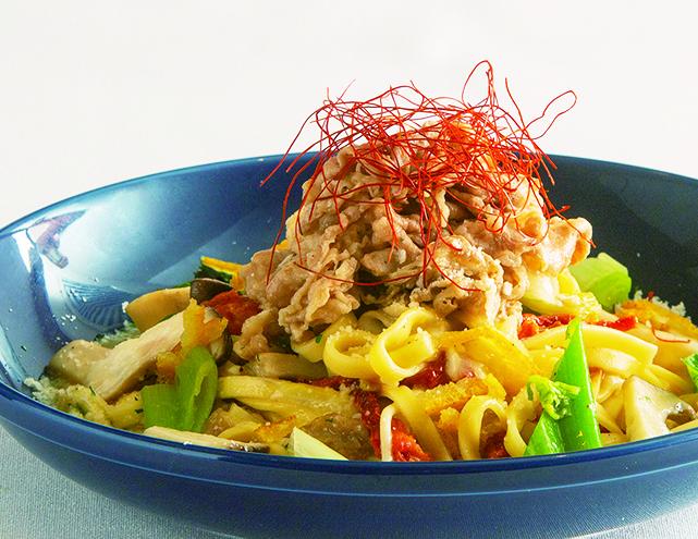 上州牛と地場野菜たっぷりのパスタチーズとトマトの風味で