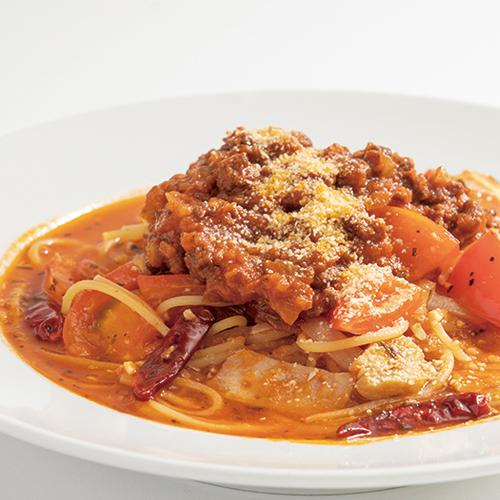 ピリ辛トマトソースの粗挽きボロネーゼ